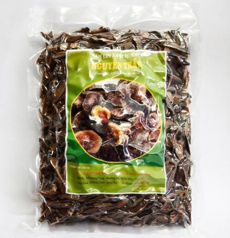 nấm lim xanh phơi khô được đóng gói tại công ty Nguyên Trần