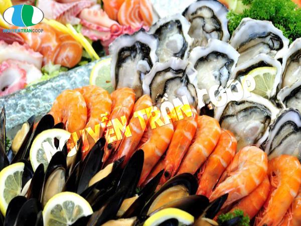 Các loại hải sản như cá, tôm, mực giúp cơ thể không bị tăng cân