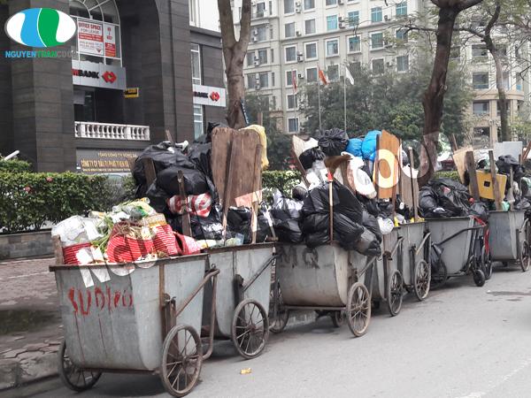 Kiêng đổ rác ngày mùng một