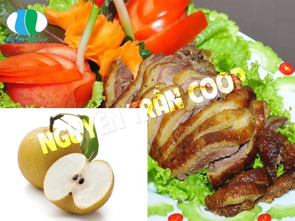 2. Thịt ngỗng và lê mẹ bầu không nên dùng